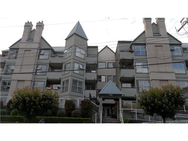"Main Photo: 301 509 CARNARVON Street in New Westminster: Downtown NW Condo for sale in ""HILLSIDE PLACE"" : MLS®# V1093418"