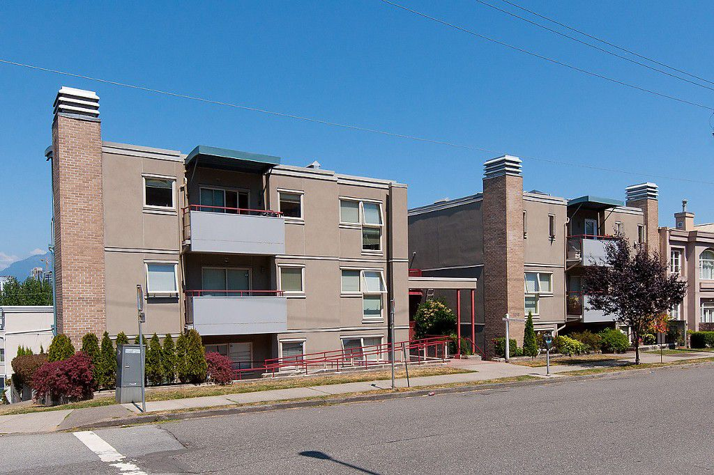 "Main Photo: 108 1195 W 8TH Avenue in Vancouver: Fairview VW Condo for sale in ""ALDER COURT"" (Vancouver West)  : MLS®# R2005953"