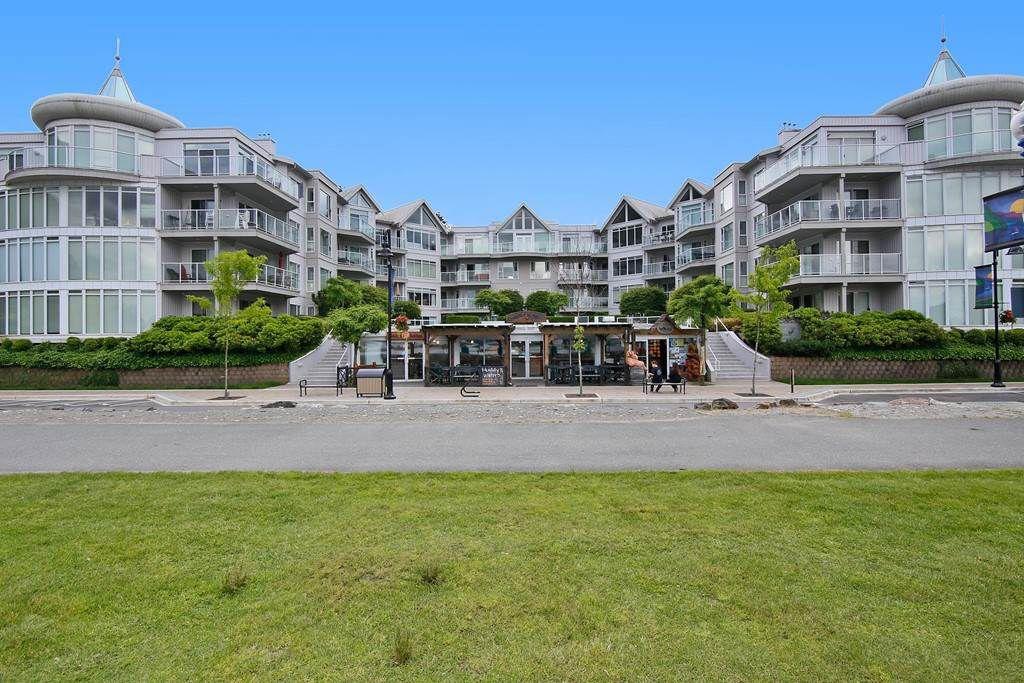 """Main Photo: 312 328 ESPLANADE Avenue: Harrison Hot Springs Condo for sale in """"ECHO BEACH"""" : MLS®# R2176450"""