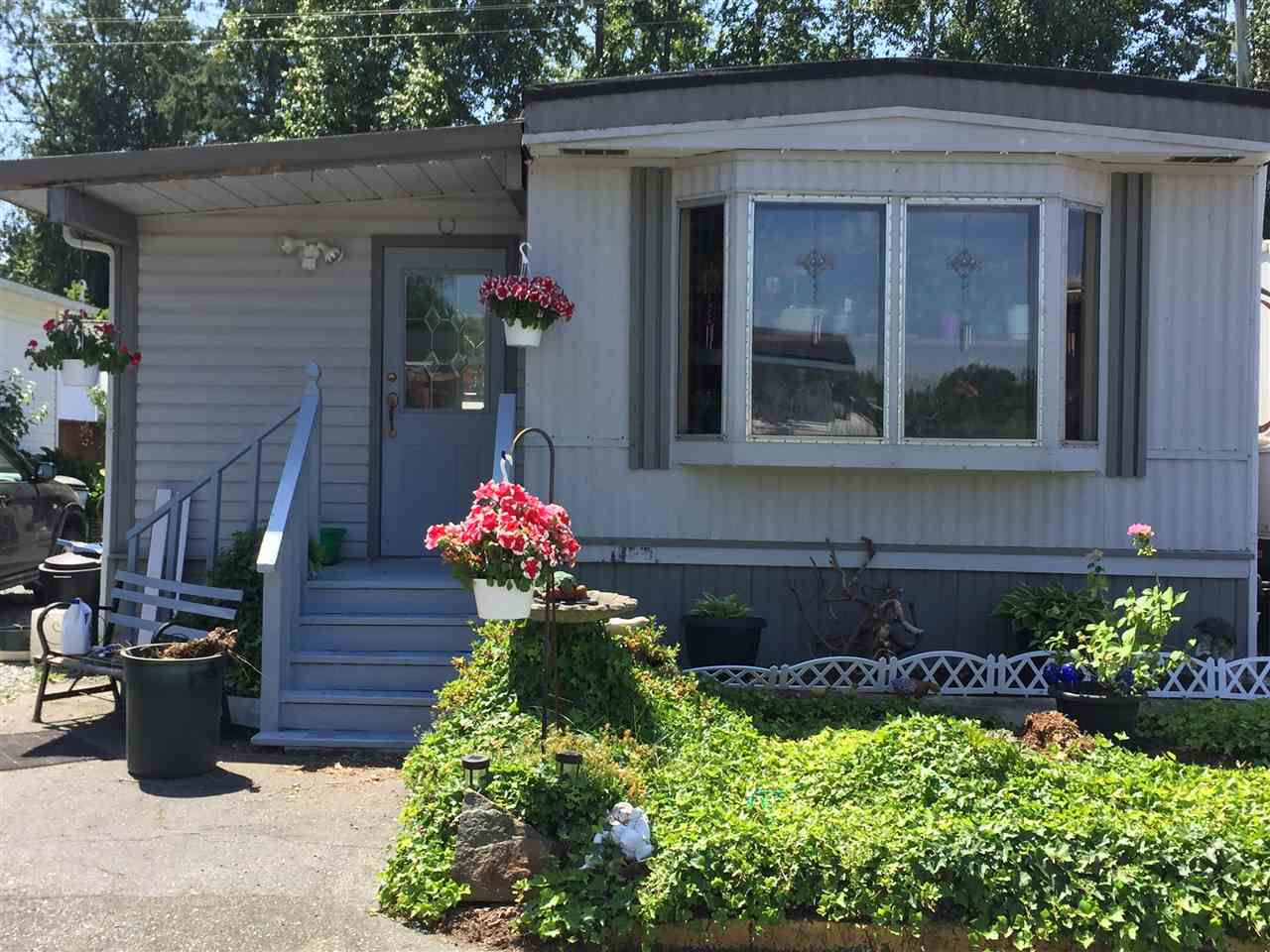 "Main Photo: 28 3300 HORN Street in Abbotsford: Central Abbotsford Manufactured Home for sale in ""Georgian Park"" : MLS®# R2188520"