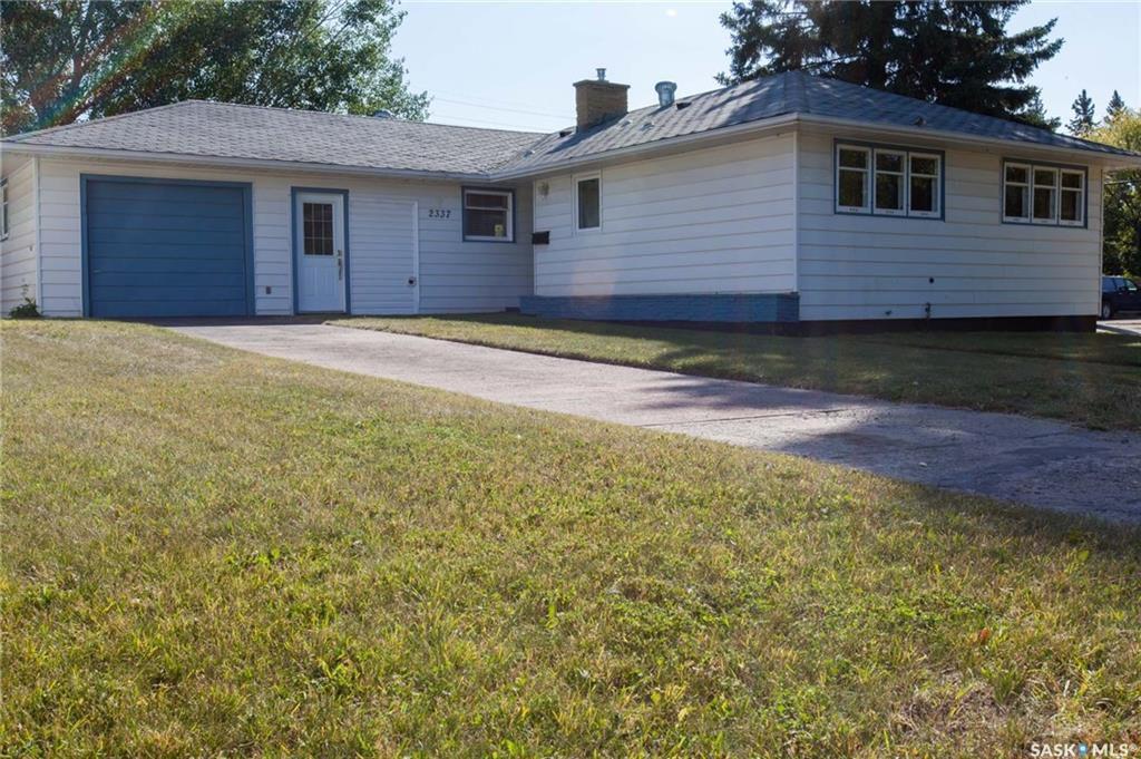 Main Photo: 2337 York Avenue in Saskatoon: Queen Elizabeth Residential for sale : MLS®# SK705849