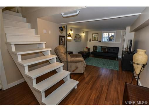 Main Photo: 3030 Washington Avenue in VICTORIA: Vi Burnside Residential for sale (Victoria)  : MLS®# 342552