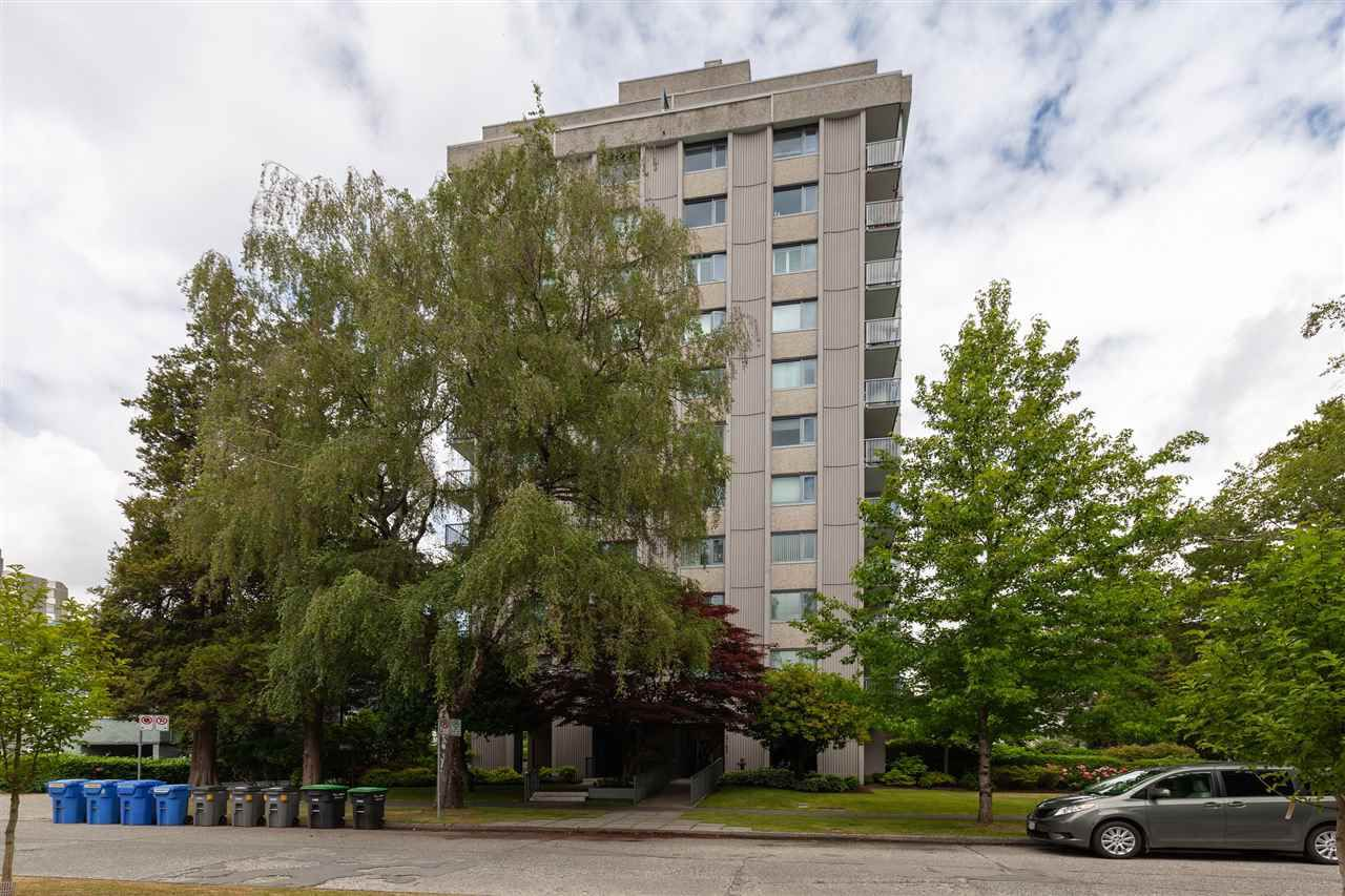 """Main Photo: 402 2165 W 40TH Avenue in Vancouver: Kerrisdale Condo for sale in """"THE VERONICA"""" (Vancouver West)  : MLS®# R2383809"""