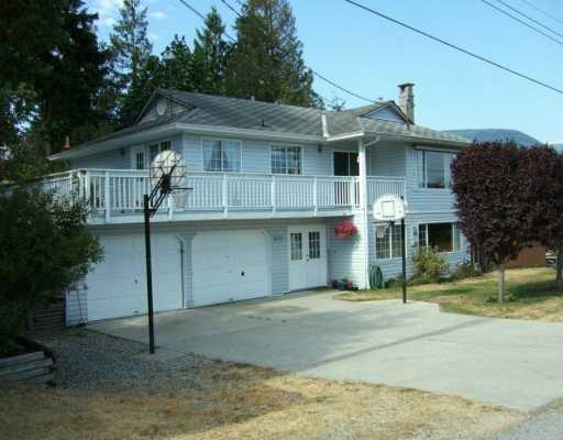 Main Photo: 5772 NEPTUNE Road in Sechelt: Sechelt District House for sale (Sunshine Coast)  : MLS®# V599973