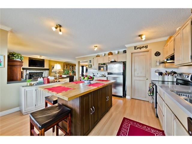 Main Photo: 201 Riverwood Close SE in Calgary: Riverbend House for sale : MLS®# C4055176