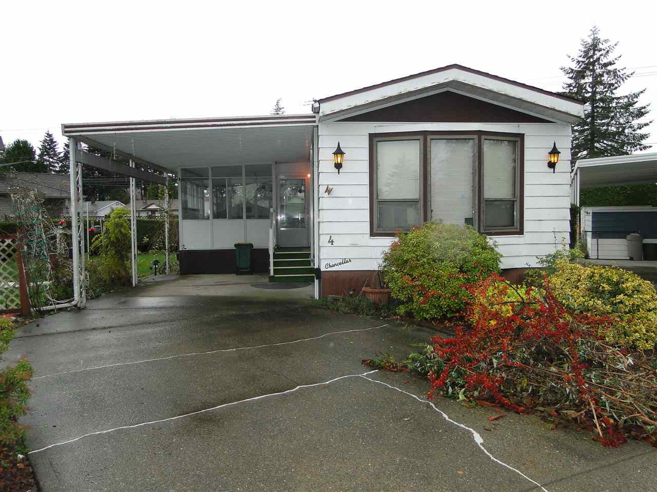 "Main Photo: 4 8670 156TH Street in Surrey: Fleetwood Tynehead Manufactured Home for sale in ""Westwood Court"" : MLS®# R2123629"