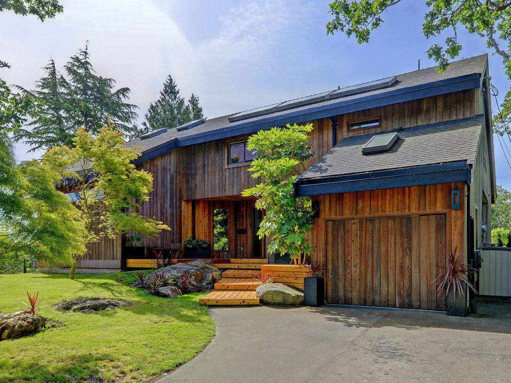 Main Photo: 3055 VALDEZ Place in VICTORIA: OB Uplands Single Family Detached for sale (Oak Bay)  : MLS®# 384825