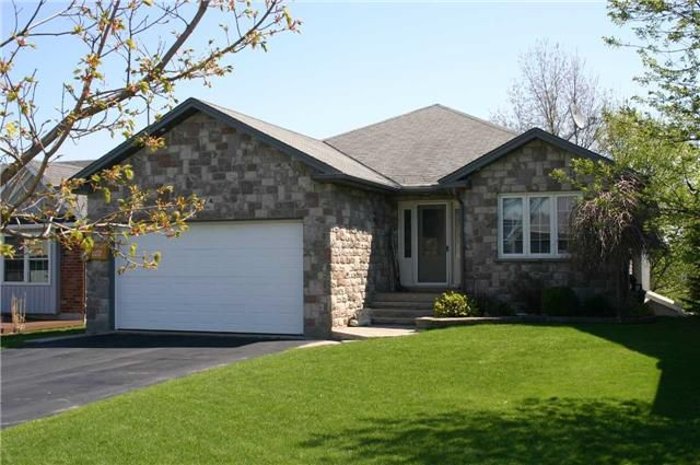 Main Photo: 937 Greenwood Crescent: Shelburne House (Bungalow) for sale : MLS®# X4038111