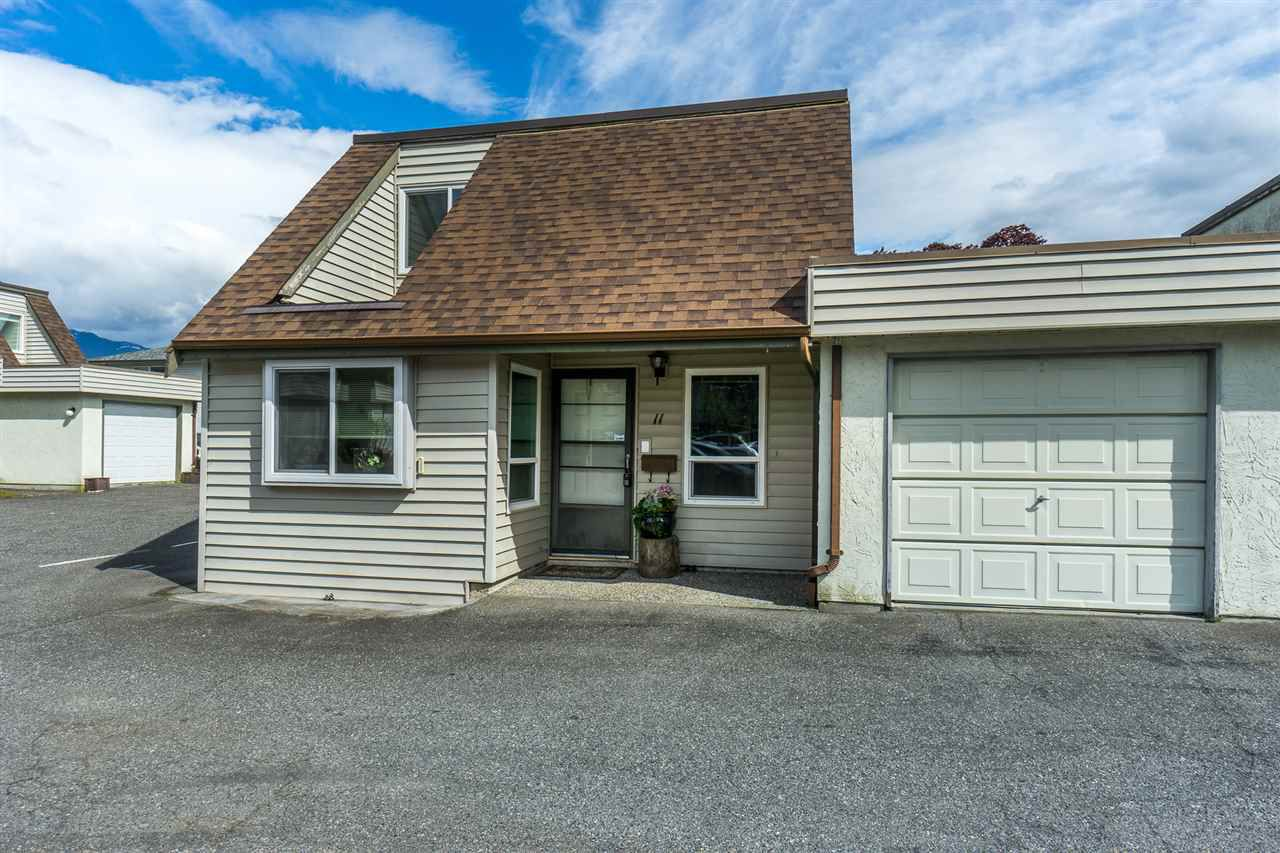 """Main Photo: 11 9299 WOODBINE Street in Chilliwack: Chilliwack E Young-Yale Townhouse for sale in """"Woodbine Court"""" : MLS®# R2267100"""