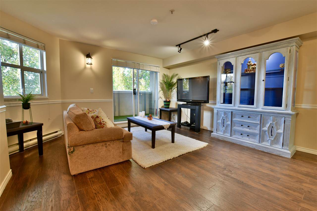 """Main Photo: 406 10533 UNIVERSITY Drive in Surrey: Whalley Condo for sale in """"Parkview"""" (North Surrey)  : MLS®# R2300416"""
