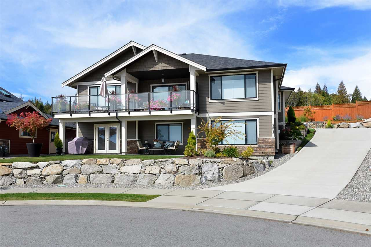 "Main Photo: 5553 PEREGRINE Crescent in Sechelt: Sechelt District House for sale in ""SilverStone Heights"" (Sunshine Coast)  : MLS®# R2363563"
