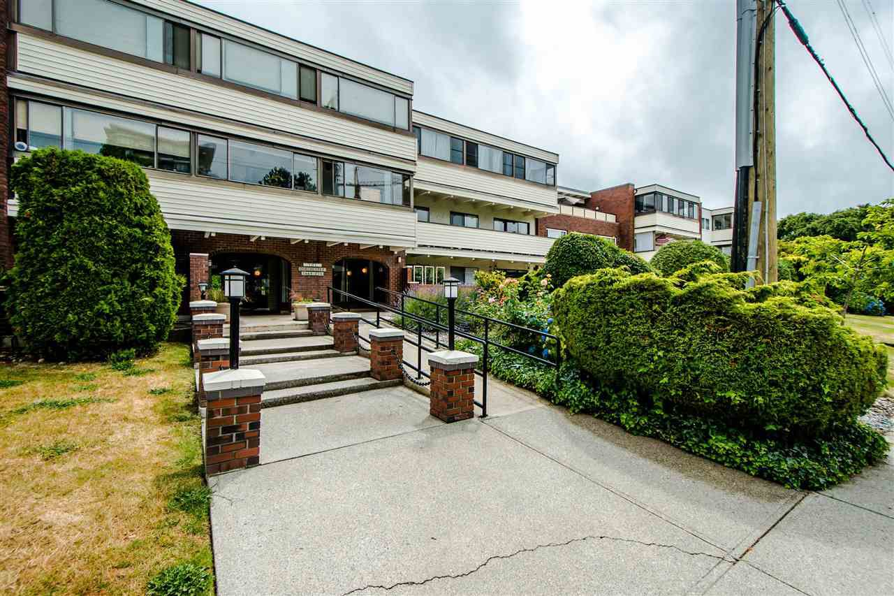 """Main Photo: 208 1448 FIR Street: White Rock Condo for sale in """"The Dorchester"""" (South Surrey White Rock)  : MLS®# R2385747"""