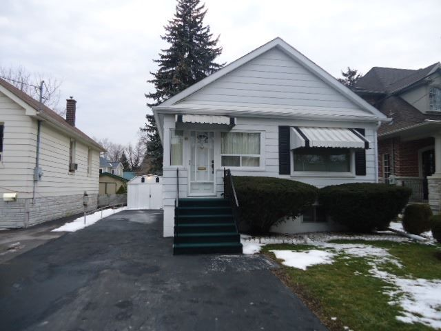 Main Photo: 48 Hall Street in Richmond Hill: Mill Pond House (Bungalow) for sale : MLS®# N3432424