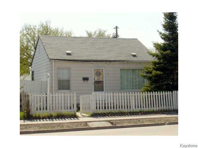 Main Photo: 1202 Logan Avenue in Winnipeg: Brooklands / Weston Residential for sale (West Winnipeg)  : MLS®# 1614156