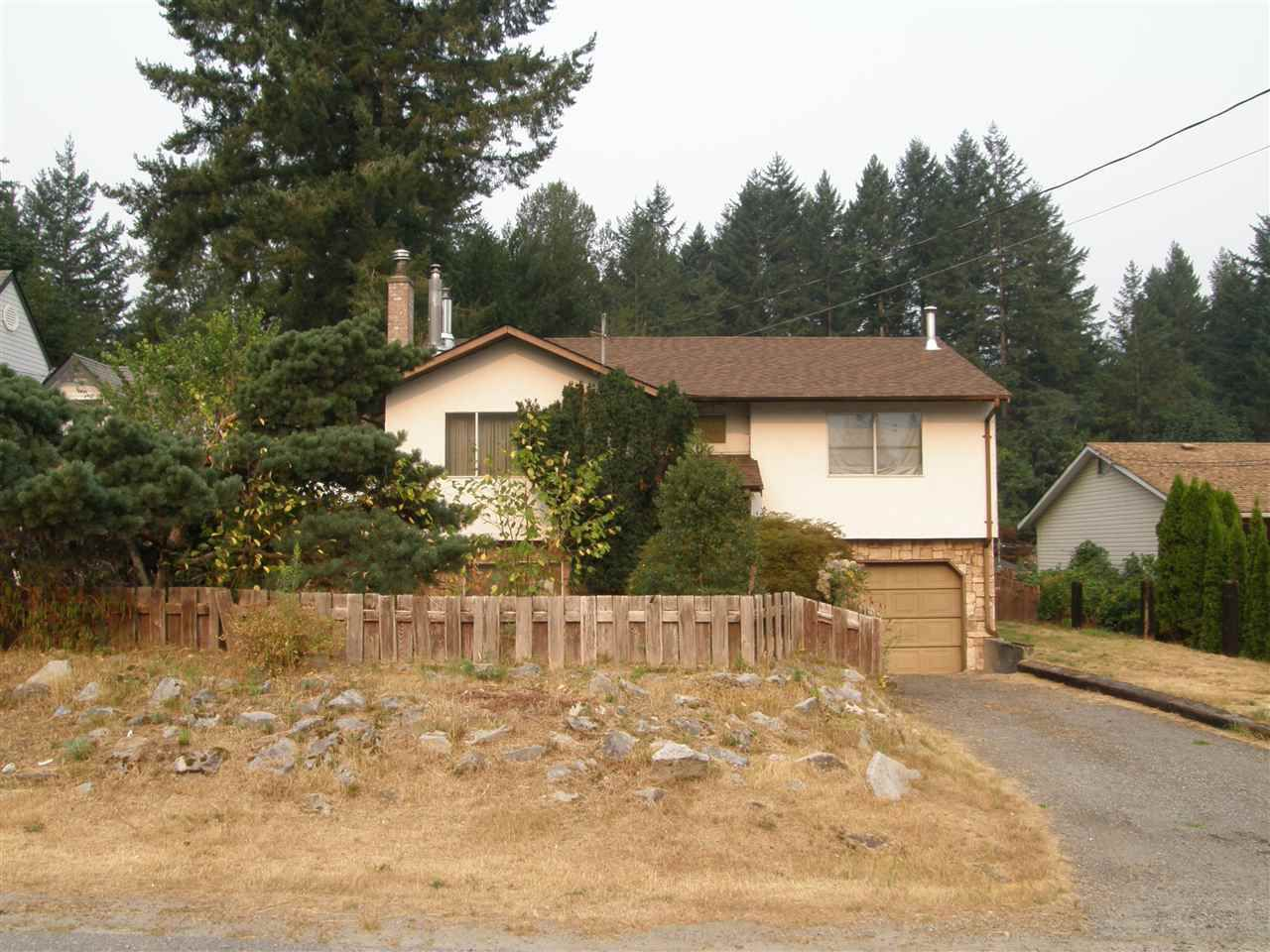Main Photo: 21111 LAKEVIEW Crescent in Hope: Hope Kawkawa Lake House for sale : MLS®# R2195693