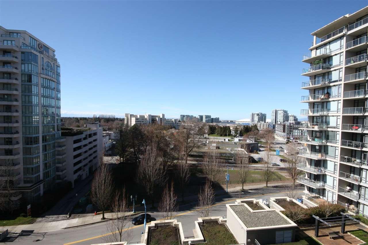 "Main Photo: 1007 6888 ALDERBRIDGE Way in Richmond: Brighouse Condo for sale in ""FLO"" : MLS®# R2249372"
