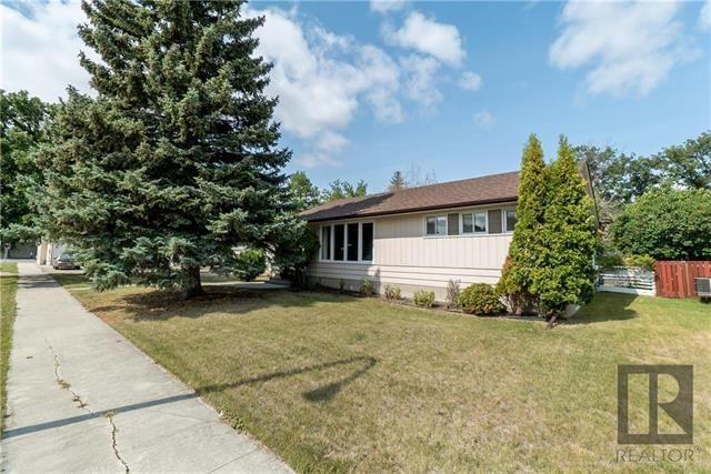 Main Photo: 11 Portland Avenue in Winnipeg: Residential for sale (2D)  : MLS®# 1823582