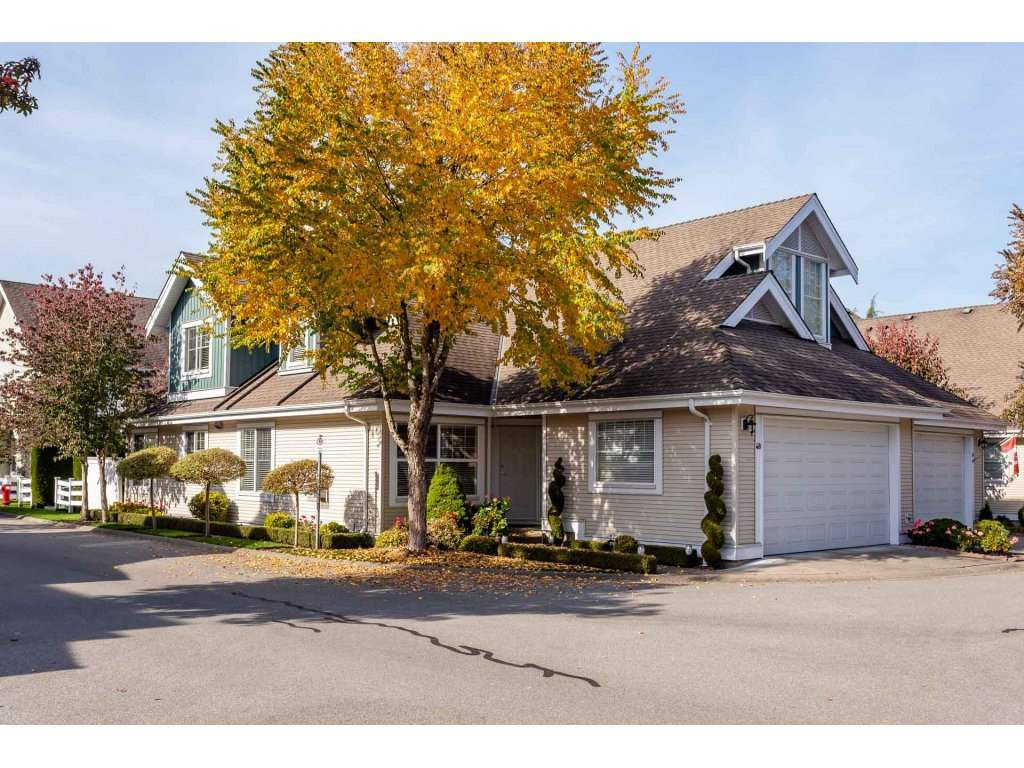 "Main Photo: 48 16995 64 Avenue in Surrey: Cloverdale BC Townhouse for sale in ""THE LEXINGTON"" (Cloverdale)  : MLS®# R2317059"