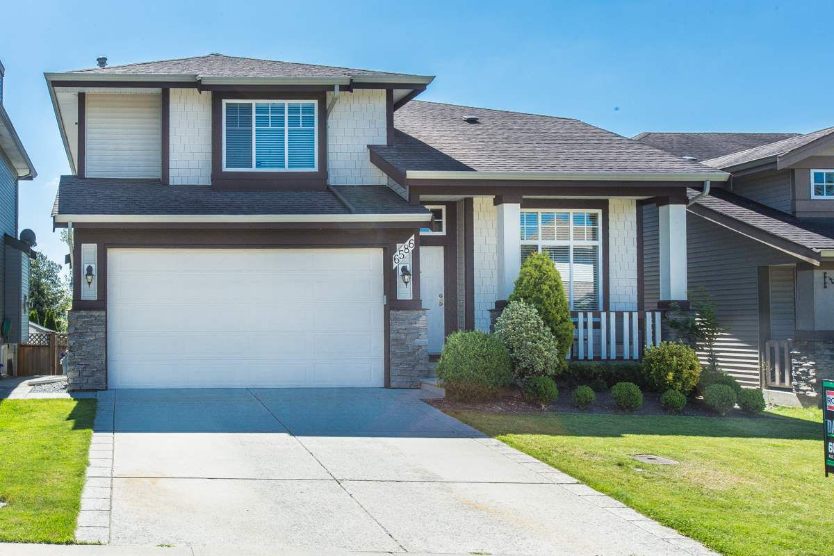 """Main Photo: 6586 207 Street in Langley: Willoughby Heights House for sale in """"BERKSHIRE"""" : MLS®# R2086241"""