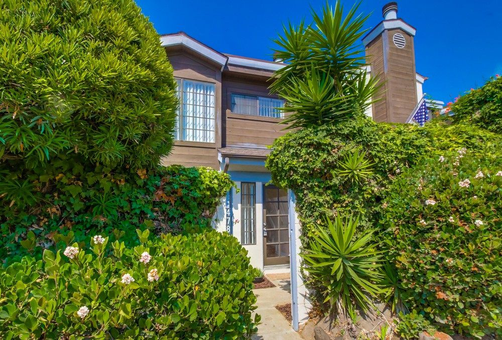 Main Photo: PACIFIC BEACH Townhome for sale : 3 bedrooms : 4782 Ingraham in San Diego