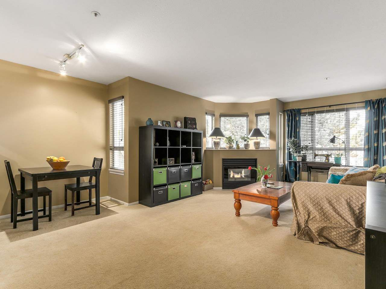 "Photo 2: Photos: 301 1623 E 2ND Avenue in Vancouver: Grandview VE Condo for sale in ""GRANDVIEW MANOR"" (Vancouver East)  : MLS®# R2122830"
