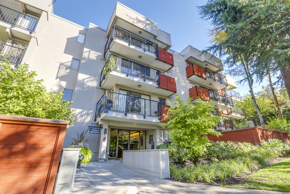 Main Photo: 402 2142 CAROLINA STREET in Vancouver East: Home for sale : MLS®# R2110794
