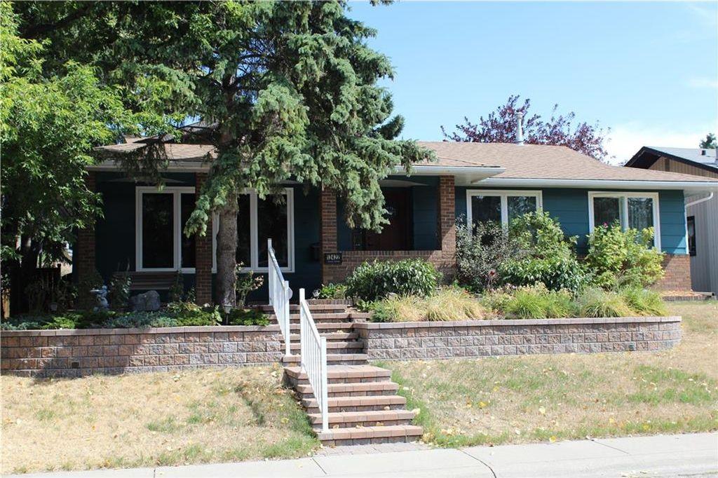 Main Photo: 12422 LAKE FRASER Way SE in Calgary: Lake Bonavista House for sale : MLS®# C4134890