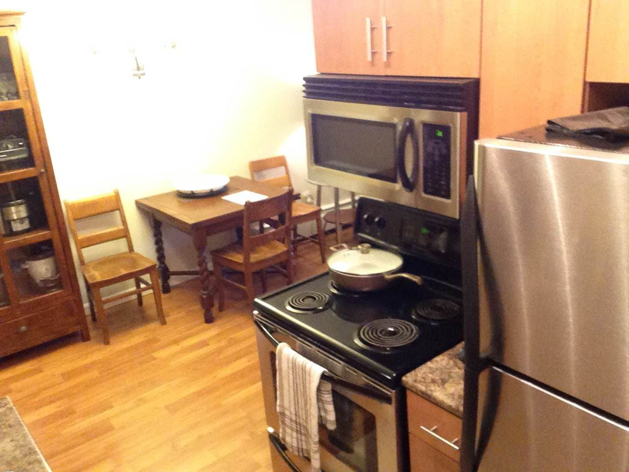 Photo 3: Photos: 210 515 ELEVENTH STREET in New Westminster: Uptown NW Condo for sale : MLS®# R2224542