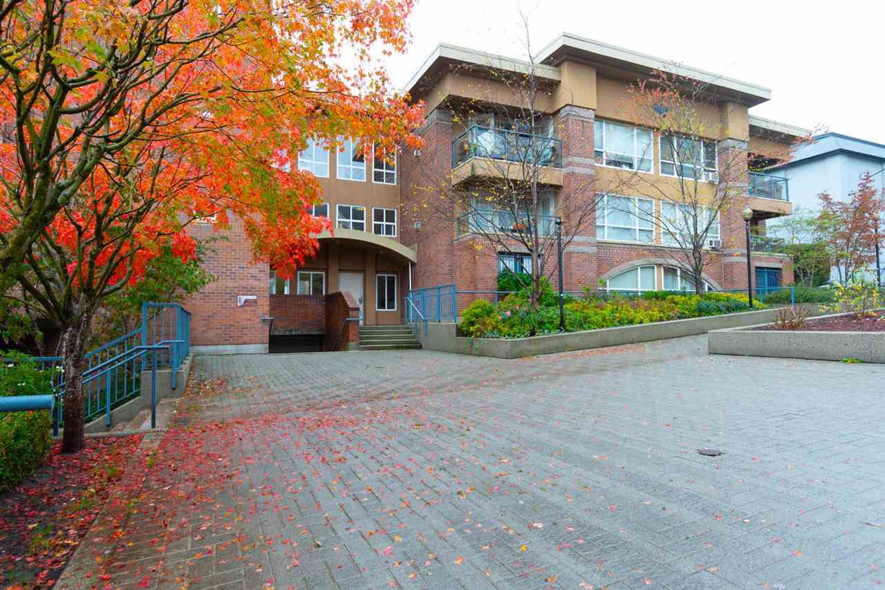 "Main Photo: 302 335 CARNARVON Street in New Westminster: Downtown NW Condo for sale in ""KINGS GARDEN"" : MLS®# R2320982"