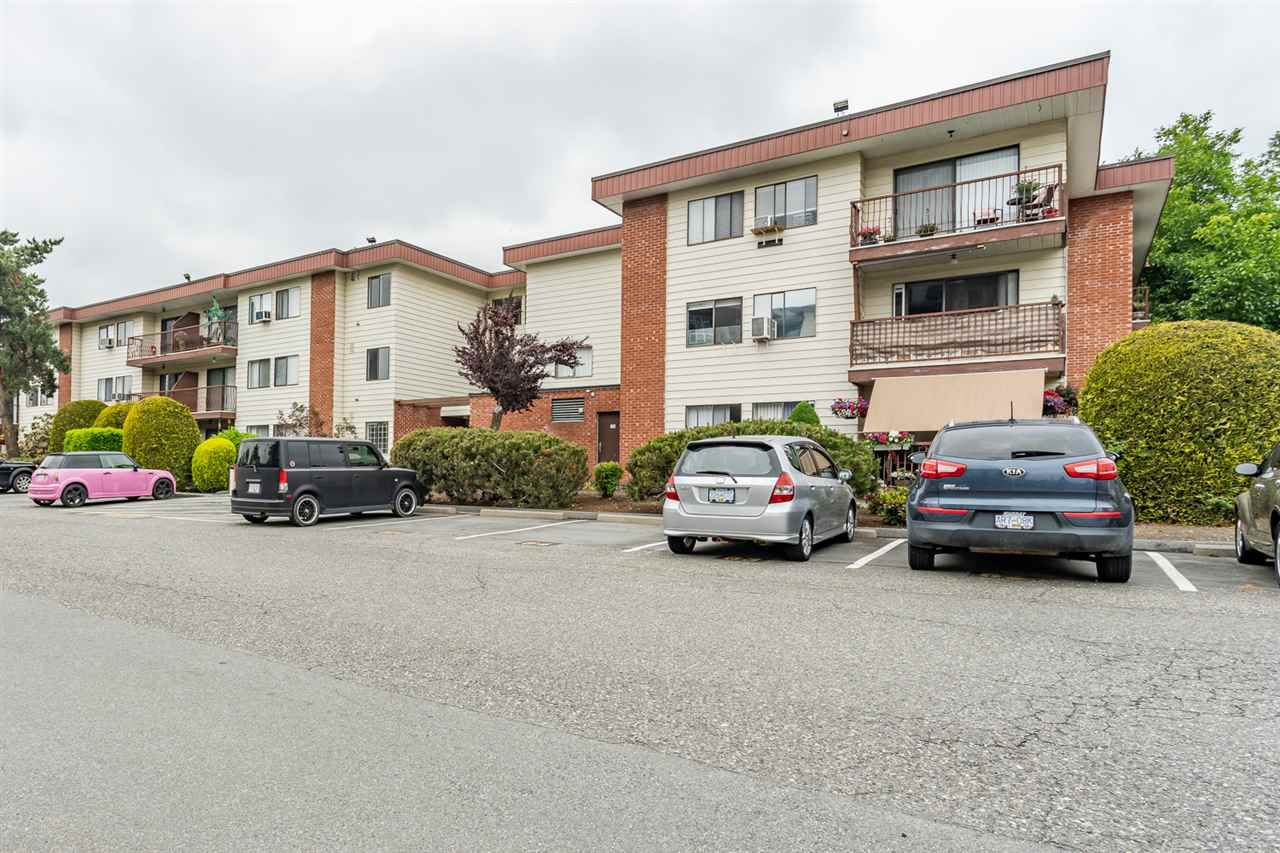 """Main Photo: 143 1909 SALTON Road in Abbotsford: Central Abbotsford Condo for sale in """"Forest Village"""" : MLS®# R2374363"""