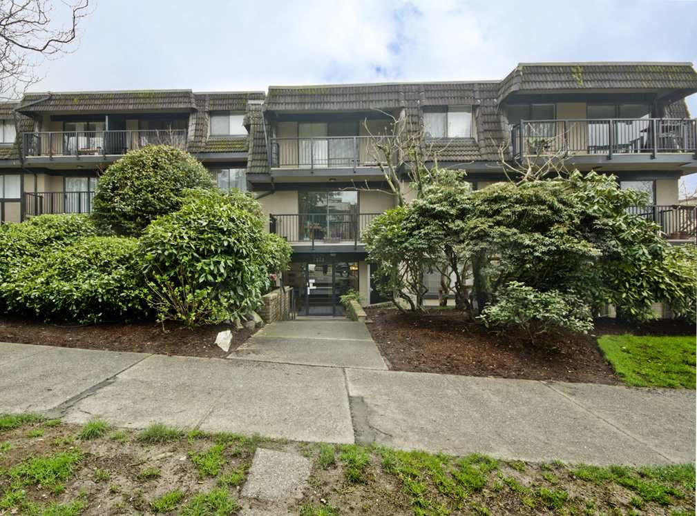 "Main Photo: 205 2222 CAMBRIDGE Street in Vancouver: Hastings Condo for sale in ""The Cambridge"" (Vancouver East)  : MLS®# R2046134"
