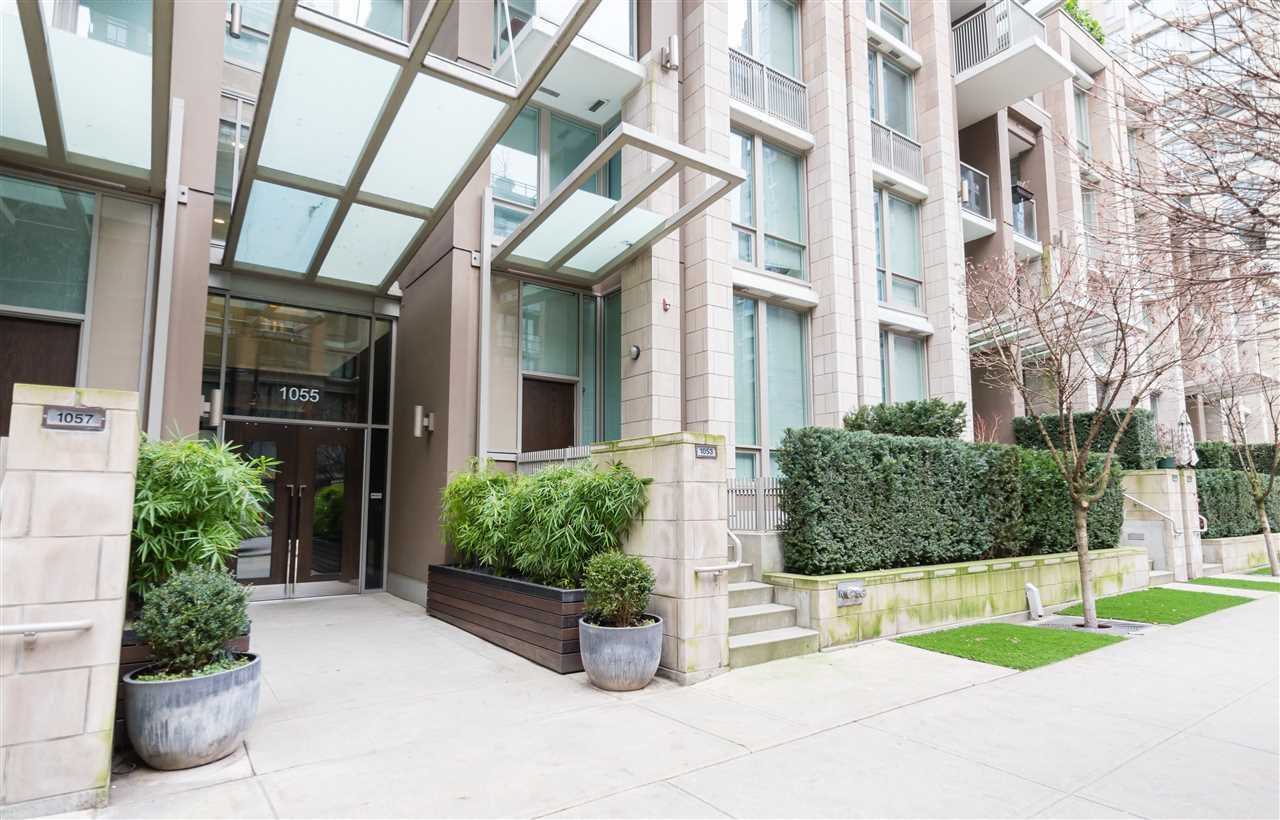 "Main Photo: 1502 1055 RICHARDS Street in Vancouver: Downtown VW Condo for sale in ""DONOVAN"" (Vancouver West)  : MLS®# R2152221"