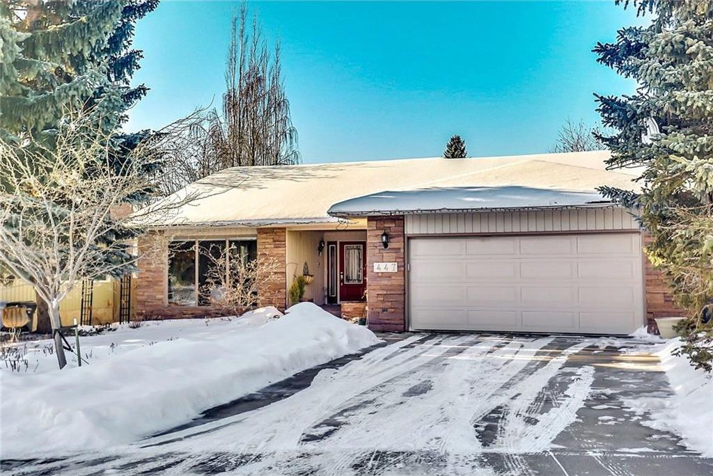 Main Photo: 447 Lake Placid Green SE in Calgary: Lake Bonavista House for sale : MLS®# C4162206