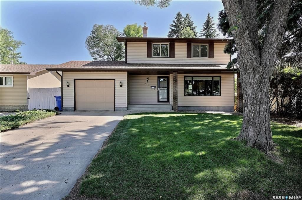 Main Photo: 63 Tremaine Avenue in Regina: Walsh Acres Residential for sale : MLS®# SK740824