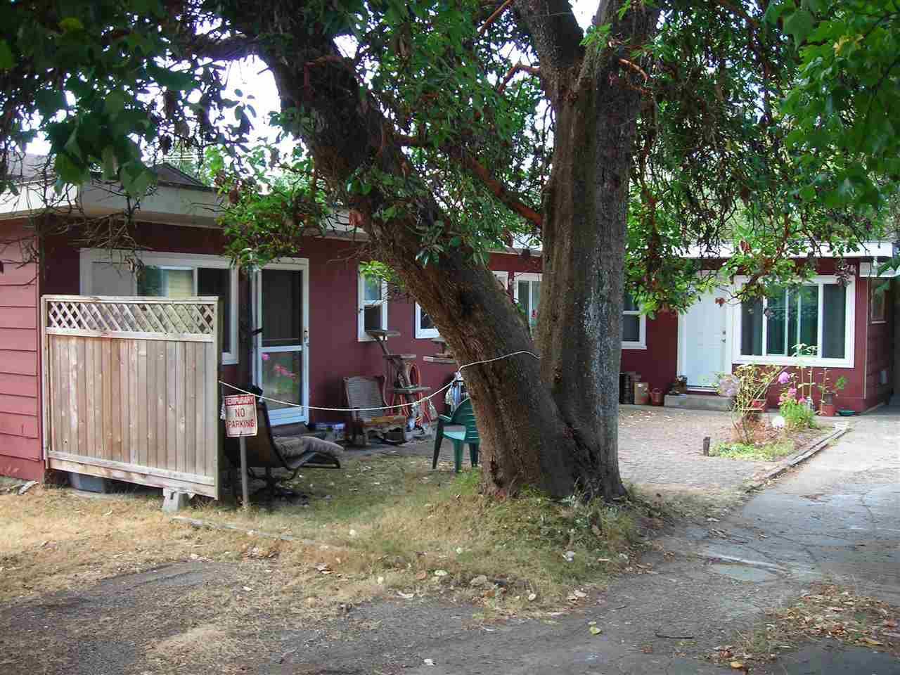 Main Photo: 5675 WHARF Avenue in Sechelt: Sechelt District Home for sale (Sunshine Coast)  : MLS®# R2294412