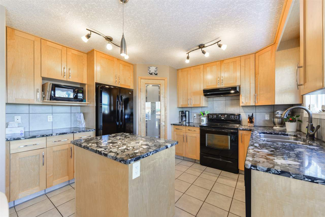 Main Photo: 108 Houle Drive: Morinville House for sale : MLS®# E4132993