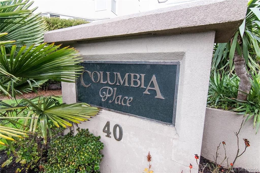 Main Photo: 223 40 W Gorge Road in VICTORIA: SW Gorge Condo Apartment for sale (Saanich West)  : MLS®# 402055