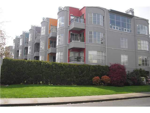 Main Photo: 204 2216 W 3RD Avenue in Vancouver: Kitsilano Condo for sale (Vancouver West)  : MLS®# V825816