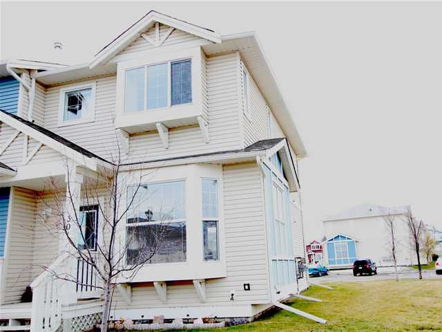 End unit with great curb appeal.  Two parking stalls out back and plenty of guest and street parking too.