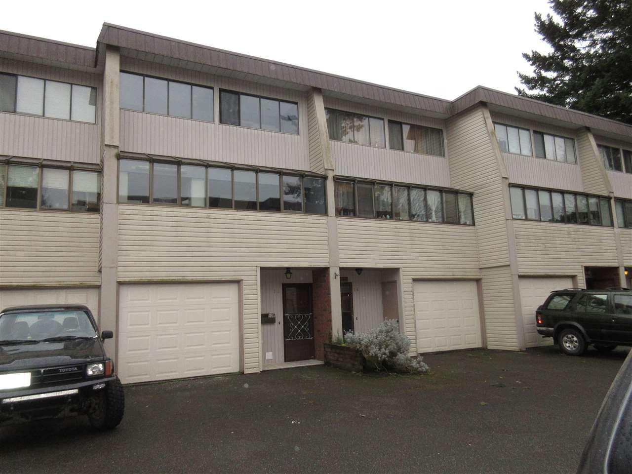 """Main Photo: 15 9446 HAZEL Street in Chilliwack: Chilliwack E Young-Yale Townhouse for sale in """"Delong Gardens"""" : MLS®# R2042459"""