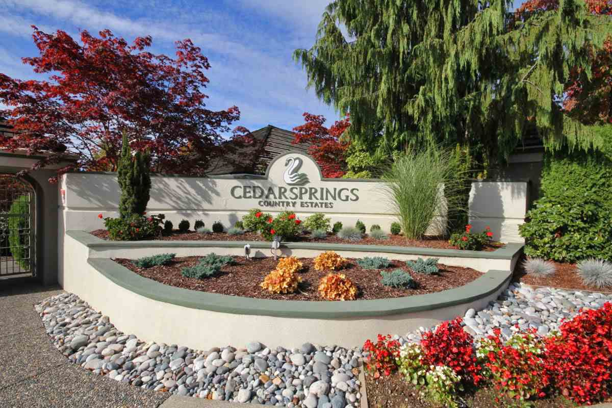 """Main Photo: 33 4001 OLD CLAYBURN Road in Abbotsford: Abbotsford East Townhouse for sale in """"Cedar Springs"""" : MLS®# R2166092"""