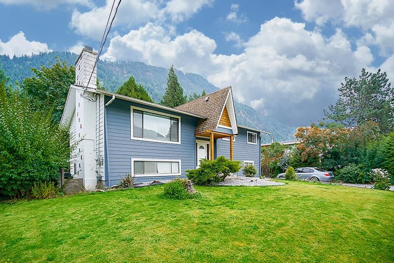 Main Photo: 415 EAGLE Street: Harrison Hot Springs House for sale : MLS®# R2213033