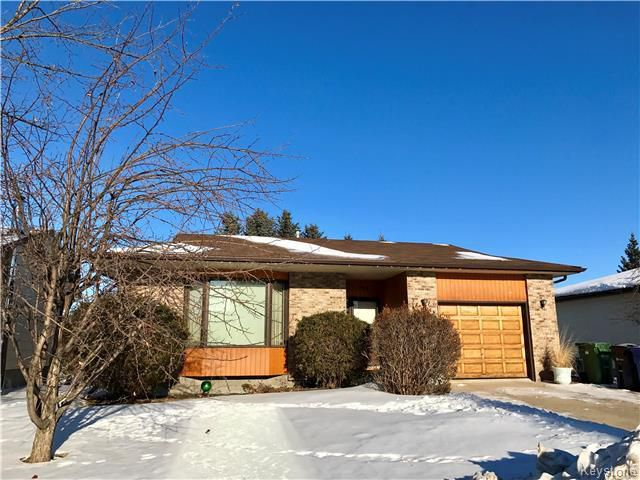 Main Photo: 170 Veterans Drive in Dauphin: Residential for sale (R30 - Dauphin and Area)  : MLS®# 1800571