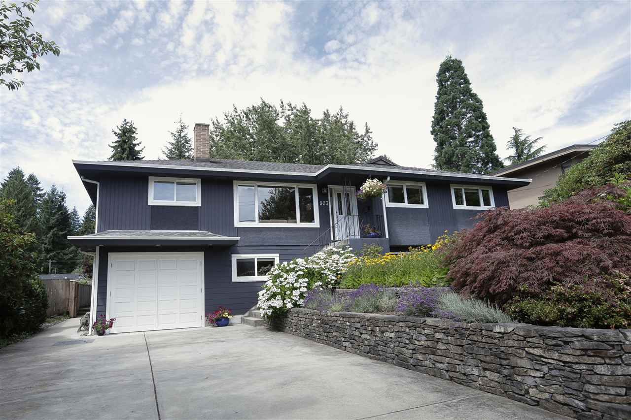 Main Photo: 923 PLYMOUTH Drive in North Vancouver: Windsor Park NV House for sale : MLS®# R2252737