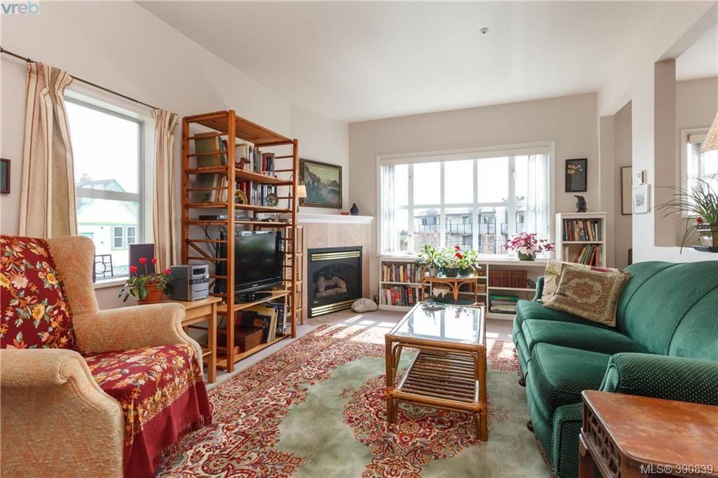 Main Photo: 4 1246 Fairfield Road in VICTORIA: Vi Fairfield West Condo Apartment for sale (Victoria)  : MLS®# 390839