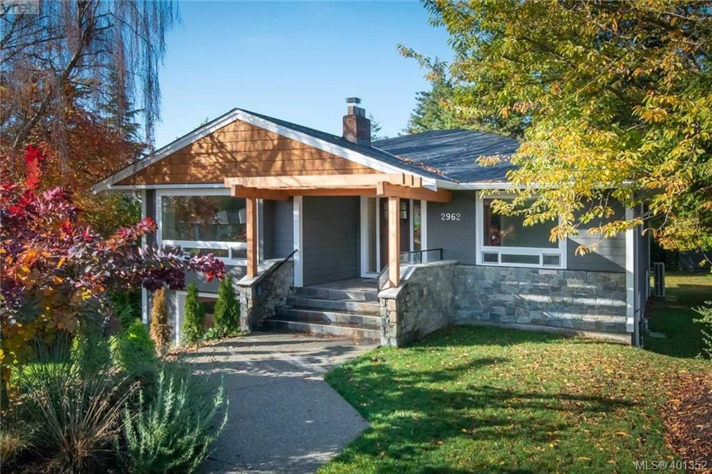 Main Photo: 2962 Westdowne Road in VICTORIA: OB Henderson Single Family Detached for sale (Oak Bay)  : MLS®# 401352