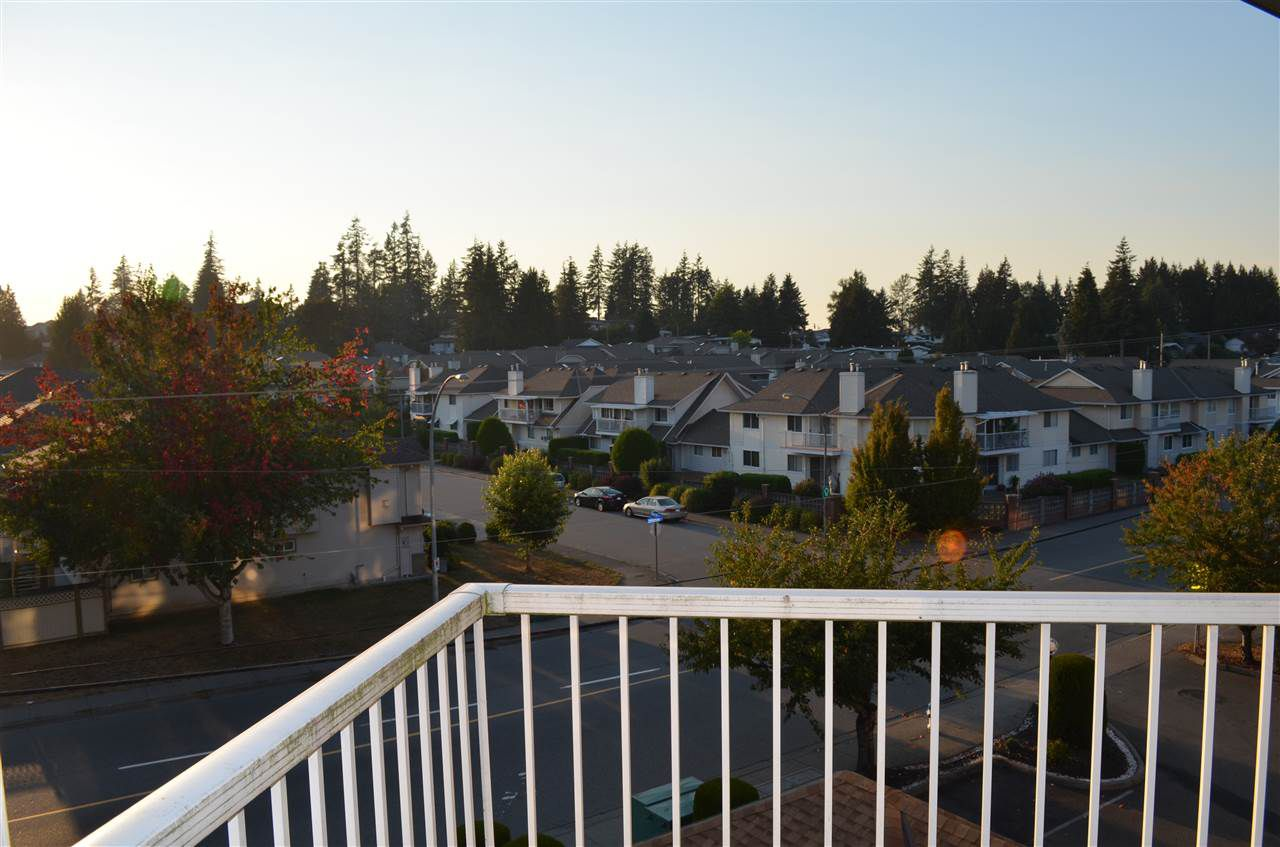 """Main Photo: 306 2410 EMERSON Street in Abbotsford: Abbotsford West Condo for sale in """"Lakeway Gardens"""" : MLS®# R2328859"""