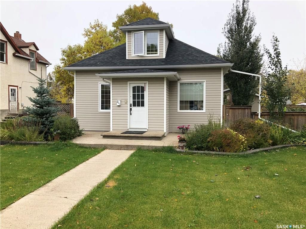Main Photo: 211 5th Avenue Northwest in Swift Current: North West Residential for sale : MLS®# SK755776