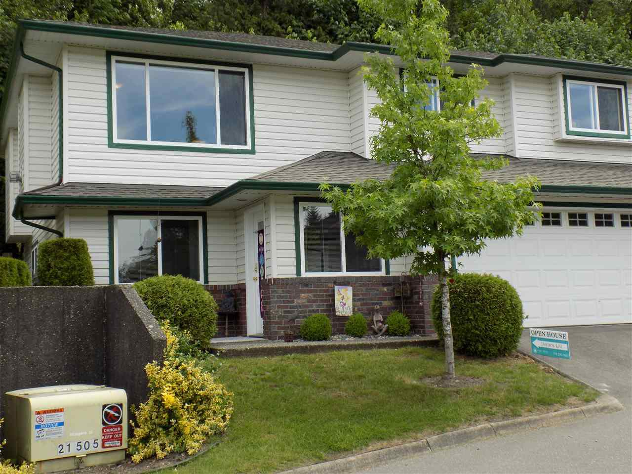 """Main Photo: 23 34250 HAZELWOOD Avenue in Abbotsford: Abbotsford East Townhouse for sale in """"Still Creek"""" : MLS®# R2374307"""