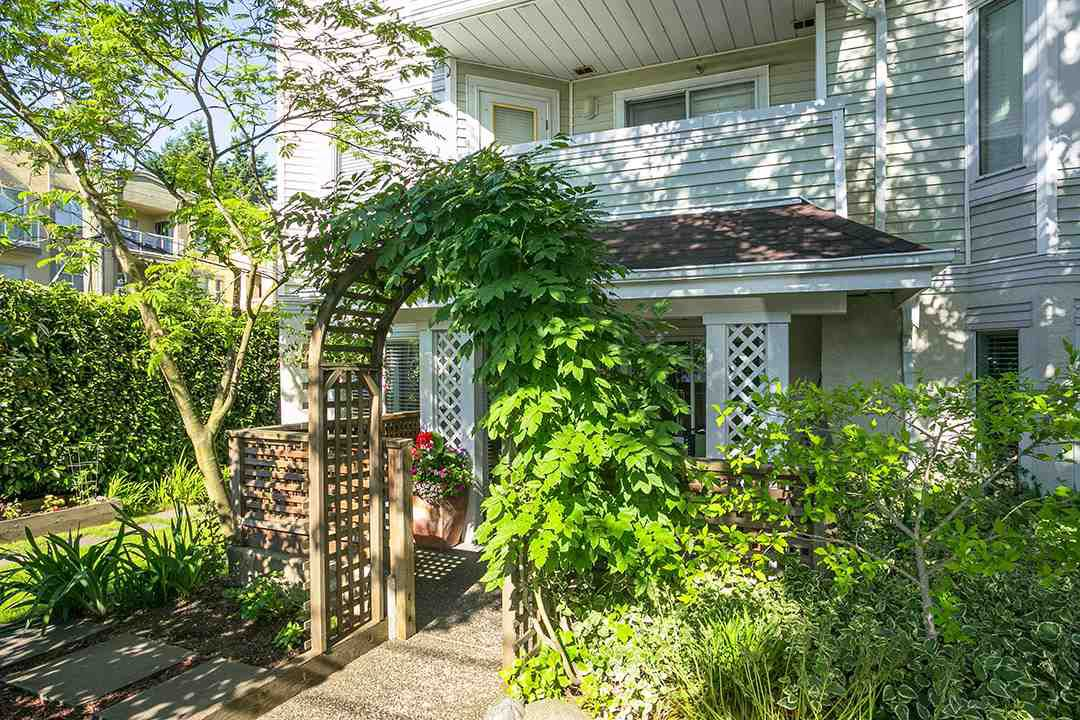 """Main Photo: 101 1723 FRANCES Street in Vancouver: Hastings Condo for sale in """"Shalimar Gardens"""" (Vancouver East)  : MLS®# R2379515"""